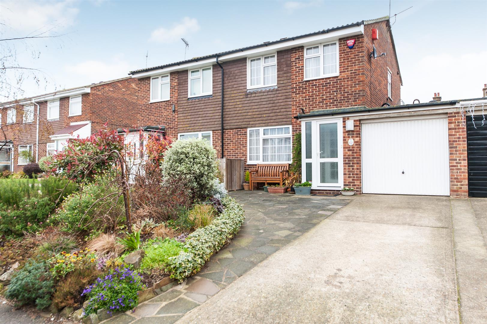 2 Bedrooms Semi Detached House for sale in Sewell Close, BIRCHINGTON